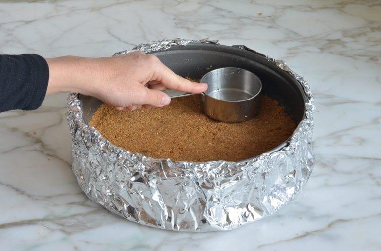 graham cracker crumbs cheesecake base